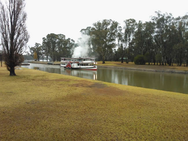 Paddle Steamer 'Melbourne', in the grand style of years past. Murray River, Mildura, Victoria, Australia